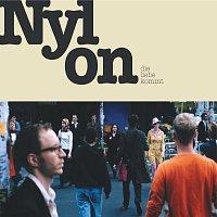Nylon – Die Liebe kommt