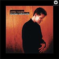 Pekka Ruuska – Mustaa valkoisella