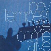 Přední strana obalu CD We Come Alive