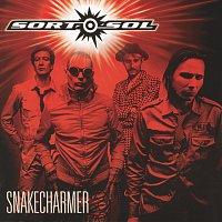 Sort Sol – Snakecharmer