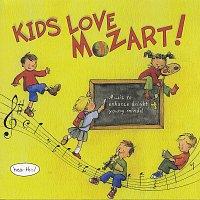 Přední strana obalu CD Kids Love Mozart!