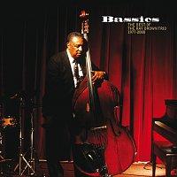 Přední strana obalu CD Bassics: The Best Of The Ray Brown Trio (1977-2000)
